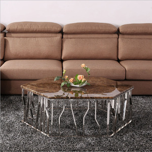 Antique Coffee Table dans le salon