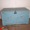 Большой деревянный ящик с большой крышкой