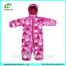 roupas de neve coloridas para crianças
