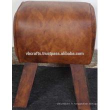 Tabouret en cuir aux jambes en bois de mangue