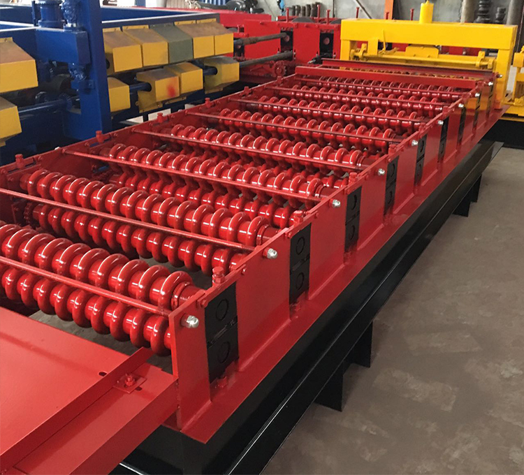 Corrugated panel roll forming machine