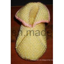 Calientes calcetines hechos a mano del bebé del Crocheting, medias