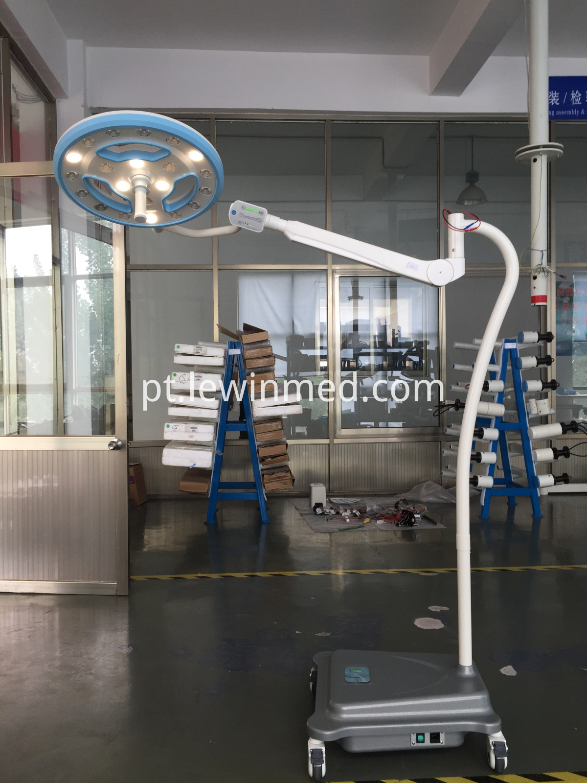 Floor type mobile lamp