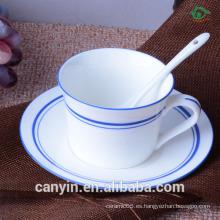 De alto grado de cerámica taza de café traje de Europa grandes tazas de cerámica y platillos