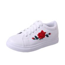Chaussures simples Baskets Patch brodé Fleur Nouveau
