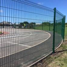 Paneles de cerca de chapa baratos / postes de cerca de plástico reciclado / cerca soldada con curvas