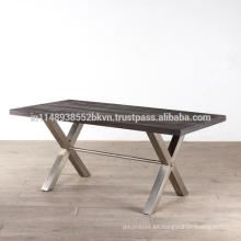 Parte superior de madera industrial de la vendimia y piernas del metal Tabla de cena