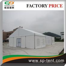 10x20m im Freien eingerichtetes Zelt mit Fensterwänden