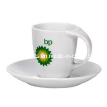 Biege Griff Kaffeebecher und Teller