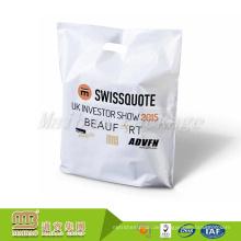 Hersteller-preiswerter Preis-kundenspezifischer Logo-Entwurfs-Druck stempelschnitt-Griff PET-Plastikeinkaufstragetasche