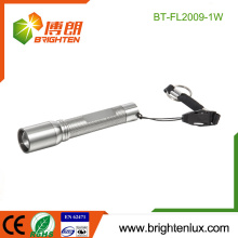 Venta al por mayor de la fábrica Batería 1 * AAA Material accionado del metal Potente foco ajustable mini Keychain llevado linterna