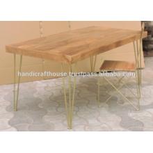 Table de salle à manger industrielle à manche en laiton en mangue en bois et pieds en métal