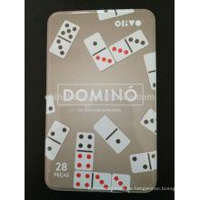 Elfenbein Domino in Eisenkiste gesetzt