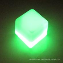 cube de glace éclairé au flash