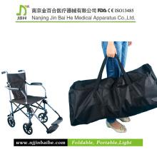 Faltender leichter manueller Rollstuhl mit Reisetasche