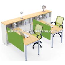 Estación de trabajo de dos personas con la madera del melocotón del estante y la tapicería blanca caliente, fábrica profesional de los muebles de la oficina (JO-4049-2)