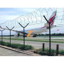 Аэропорт забором высокую защиту колючей проволоки