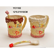 Ensemble de tasses en céramique à la main avec des cuillères