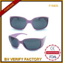 Модные пластиковые солнцезащитные очки с бриллиантами для женщин (F15825)
