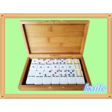 Double 6 bunten Domino in Bambus Box verpackt