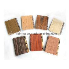 Gewundenes hölzernes Notizbuch Eco mit unterschiedlicher Natur-Holz-Farbe