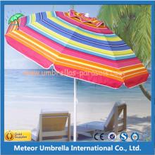 Parapluie de plage en plein milieu