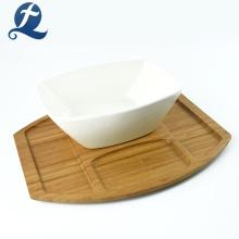 Tigela de salada de cerâmica branca de utensílios de cozinha de bambu
