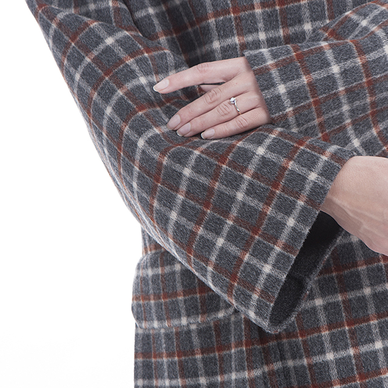 The sleeves of cashmere overcoat with double-breasted checked pattern