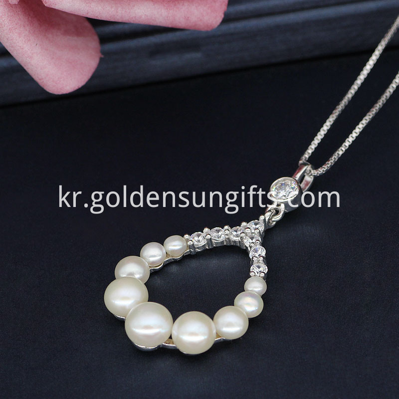 White Button Pearl Pendant Necklace