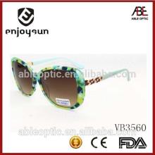 Пользовательские дизайн дамы моды солнцезащитные очки с красивым металлическим храмом