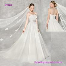 Luxuriöse Spitze trägerlosen A-Line Brautkleid mit einem exquisiten Perlen Motiv