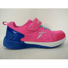 Zapatos lindos de los deportes del color de rosa para las muchachas
