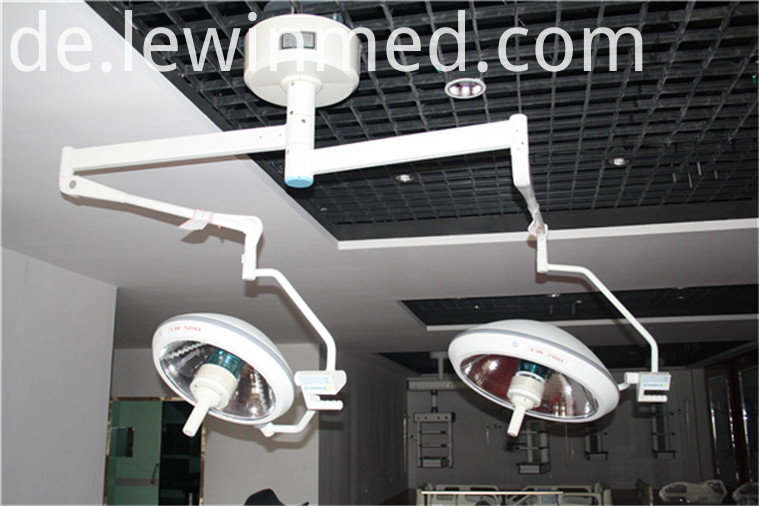 Dual lamp head halogen lamp