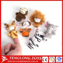 Los niños pretenden juguete de juguete animal peluche marionetas dedo