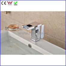 China Grifo de alta calidad del lavabo del color Waterafll LED (FD15058F)