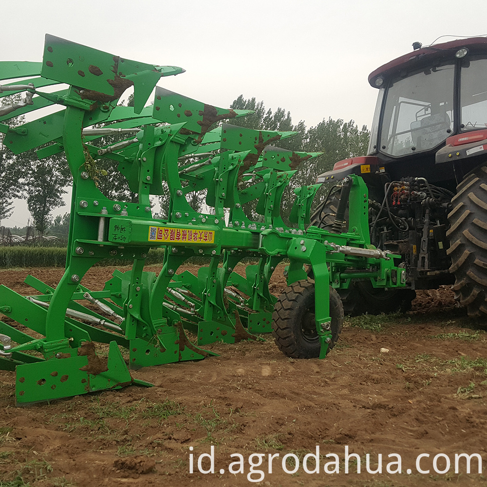 High efficiency reversible plow