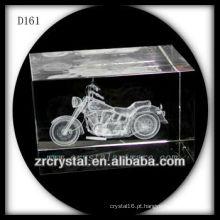 Motocicleta subsuperficial do laser K9 3D dentro do retângulo de cristal