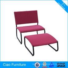 A cadeira especial moderna ao ar livre