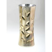 Стеклянная ваза в шампанском