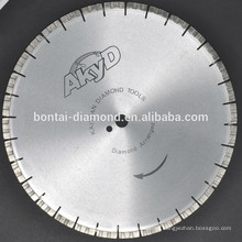Diamond saw blade for reinforced concrete fast cutting with diamond arrangement segments