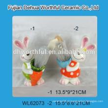 Porta-utensílios de cerâmica com design de coelho