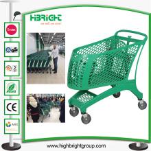 Chariot plein de chariot à achats en plastique de supermarché