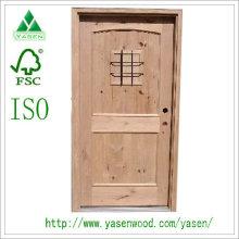 Porte en bois massif design à l'extérieur