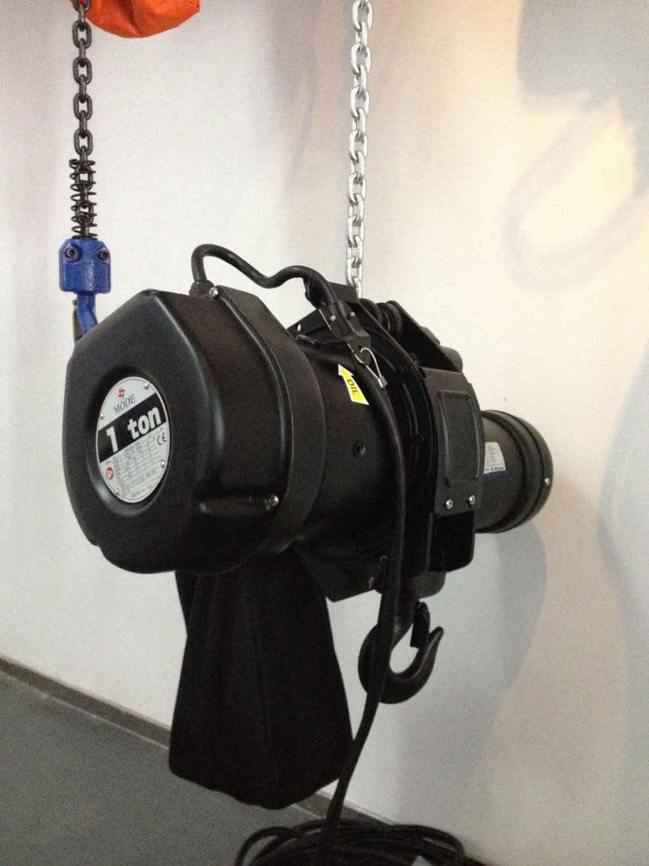 Durable motor stage hoist