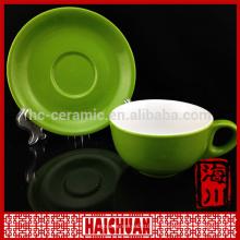 Taza de cerámica de colores antiguos de cerámica con platillo