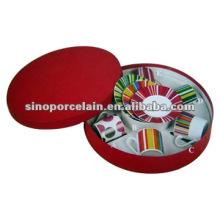 Taza de porcelana y platillo en caja de regalo