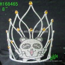 Grande coroa de beleza e pneus bonitos animais