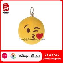 Cute Emoji Designs Folha recheada de pelúcia Keychain Toy