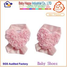 Nouvelle arrivée en forme de coeur fleur bébé chaussures ornements