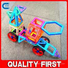 Spielzeugautos scherzt magnetisch